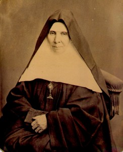 Erste Priorin des Klosters.